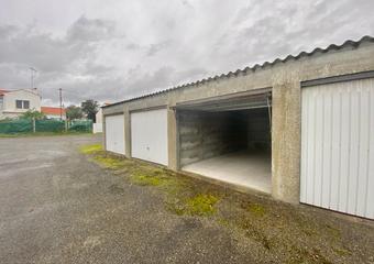 Location Garage 18m² Saint-Gilles-Croix-de-Vie (85800) - Photo 1