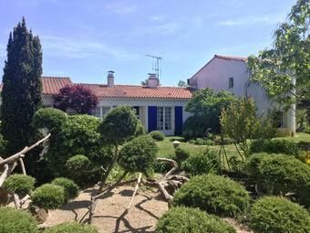 Vente Maison 8 pièces 223m² Saint-Maixent-sur-Vie (85220) - Photo 1