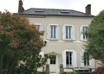 Sale House 9 rooms 200m² AUNEAU - Photo 1