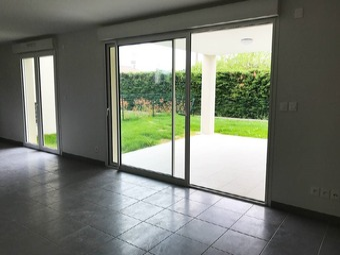 Location Maison 4 pièces 90m² Villate (31860) - photo 2