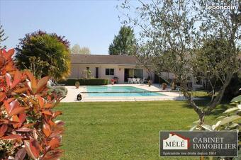 Sale House 8 rooms 237m² Carignan-de-Bordeaux (33360) - photo