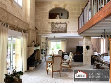 Sale House 9 rooms 367m² Latresne - photo