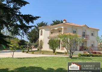 Sale House 6 rooms 210m² Carignan de bordeaux - Photo 1