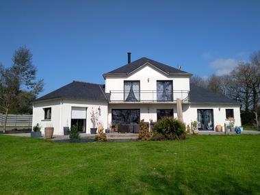 Vente Maison 7 pièces 148m² Grâce-Uzel (22460) - photo