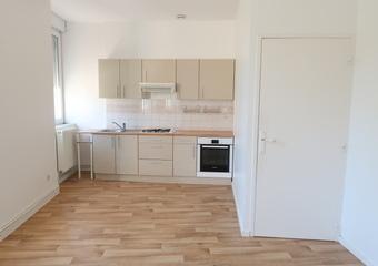 Location Appartement 4 pièces 78m² Le Chambon-Feugerolles (42500) - Photo 1