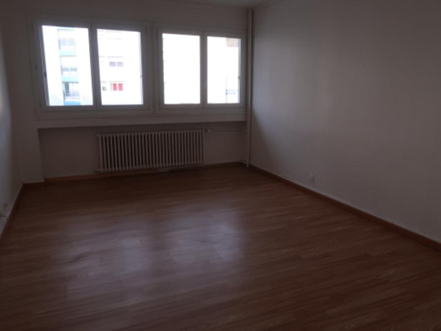 location appartement 3 pi ces le chambon feugerolles 42500 412985. Black Bedroom Furniture Sets. Home Design Ideas
