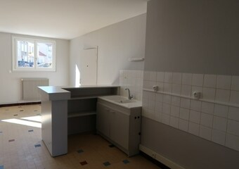 Location Appartement 3 pièces 54m² Saint-Just-Malmont (43240) - photo