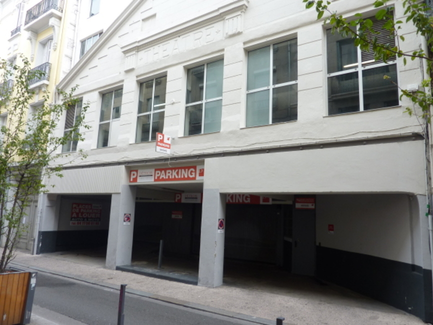 Location garage saint tienne 42000 246925 for Garage ad saint thurial