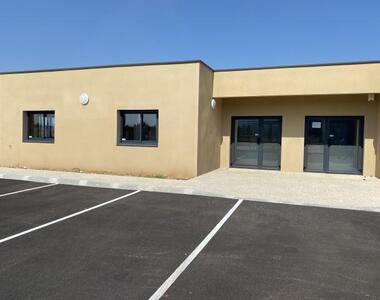 Location Bureaux 69m² Saint-Paul-Trois-Châteaux (26130) - photo