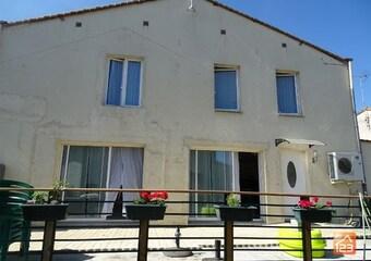 Sale House 5 rooms 160m² Saint-Prouant (85110) - Photo 1