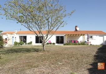 Sale House 6 rooms 165m² Longeville-sur-Mer (85560) - Photo 1