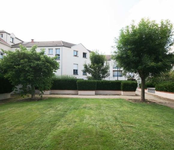 Location Appartement 2 pièces 50m² Voisins-le-Bretonneux (78960) - photo