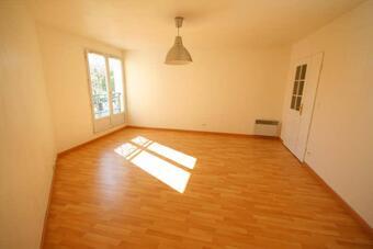 Sale Apartment 3 rooms 69m² Voisins-le-Bretonneux (78960) - Photo 1