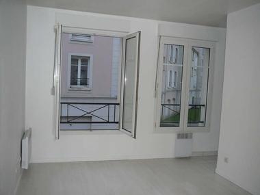 Renting Apartment 1 room 22m² Voisins-le-Bretonneux (78960) - photo