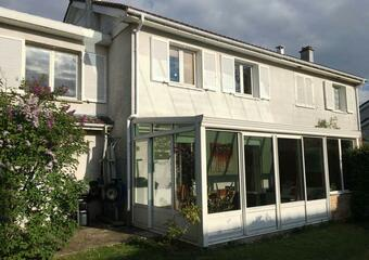Sale House 6 rooms 122m² Voisins-le-Bretonneux (78960) - photo
