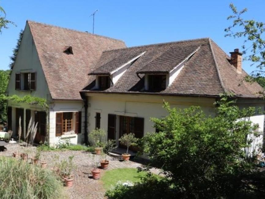 Location Maison 8 pièces 220m² Buc (78530) - photo