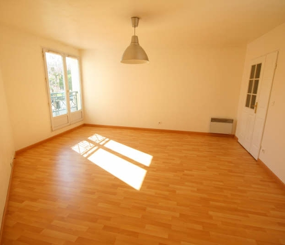 Renting Apartment 3 rooms 69m² Voisins-le-Bretonneux (78960) - photo