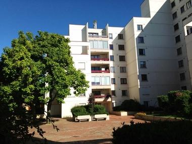 Renting Apartment 3 rooms 74m² Montigny-le-Bretonneux (78180) - photo
