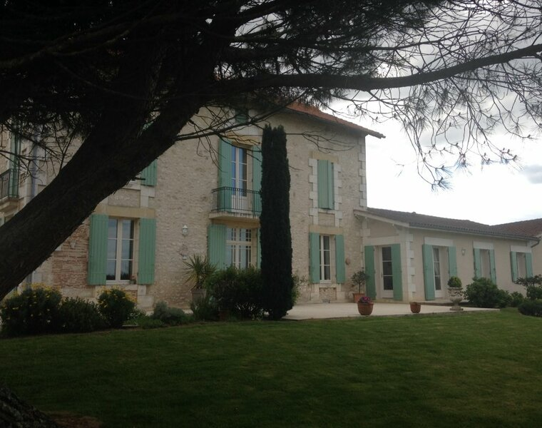 Sale House 10 rooms 250m² Sainte-Foy-la-Grande (33220) - photo