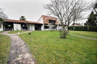 Vente Maison 7 pièces 260m² Idron (64320) - photo