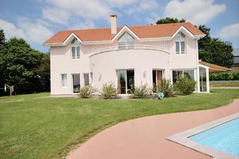 Vente Maison 6 pièces 195m² Rontignon (64110) - photo