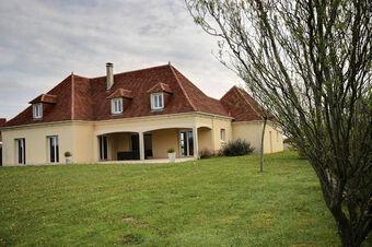 Vente Maison 7 pièces 147m² Serres-Morlaàs (64160) - photo