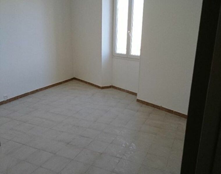 Location Appartement 1 pièce 30m² Marseille 02 (13002) - photo
