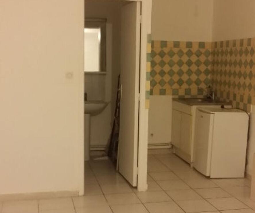 Renting Apartment 1 room 22m² Marseille 02 (13002) - photo