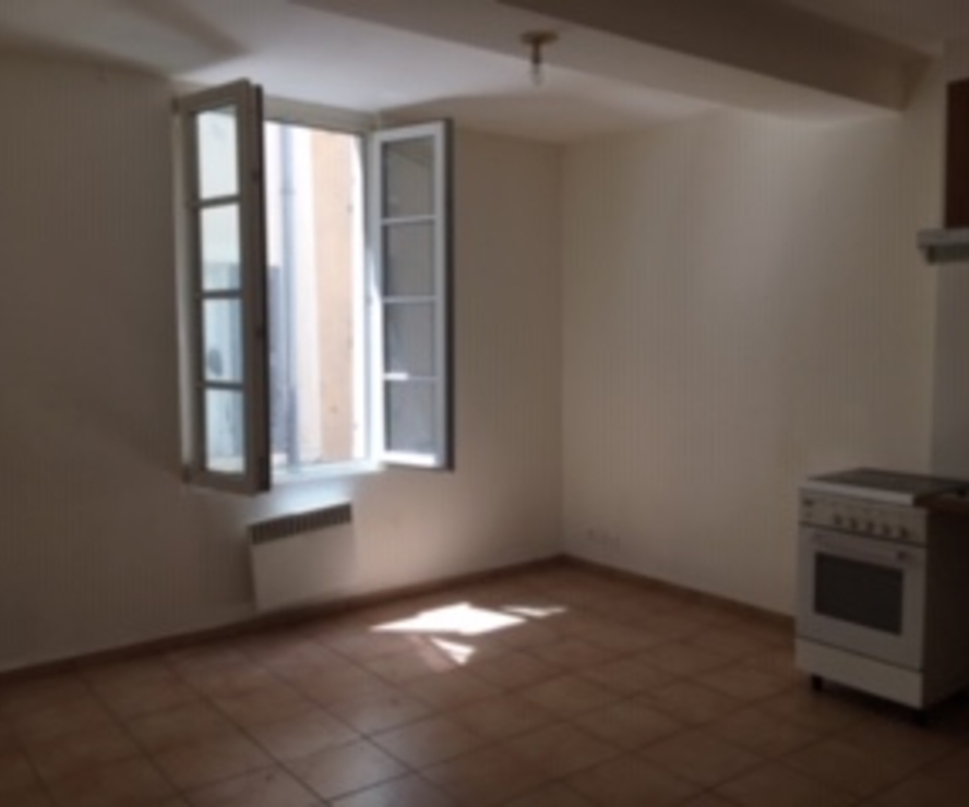Location Appartement 1 pièce 27m² Marseille 02 (13002) - photo