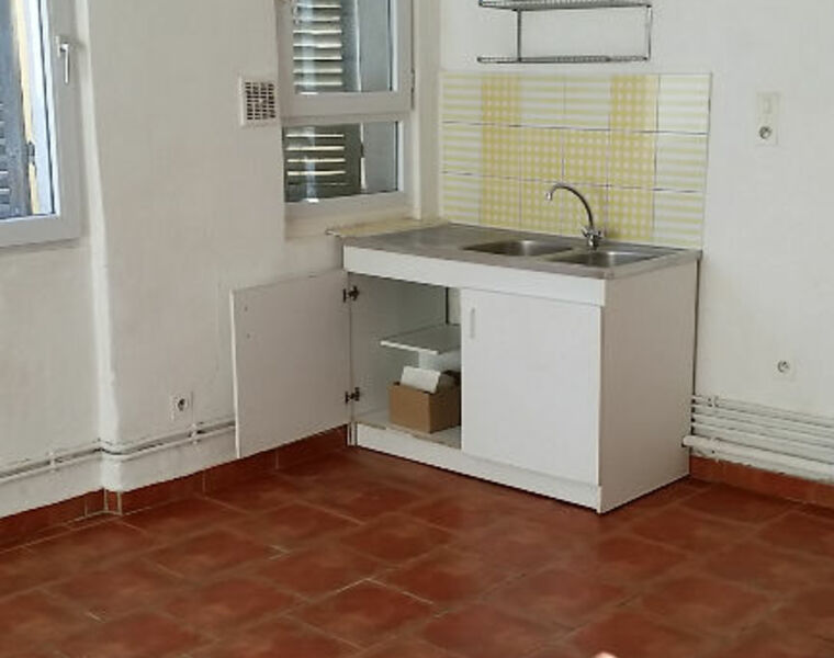 Location Appartement 1 pièce 35m² Marseille 02 (13002) - photo