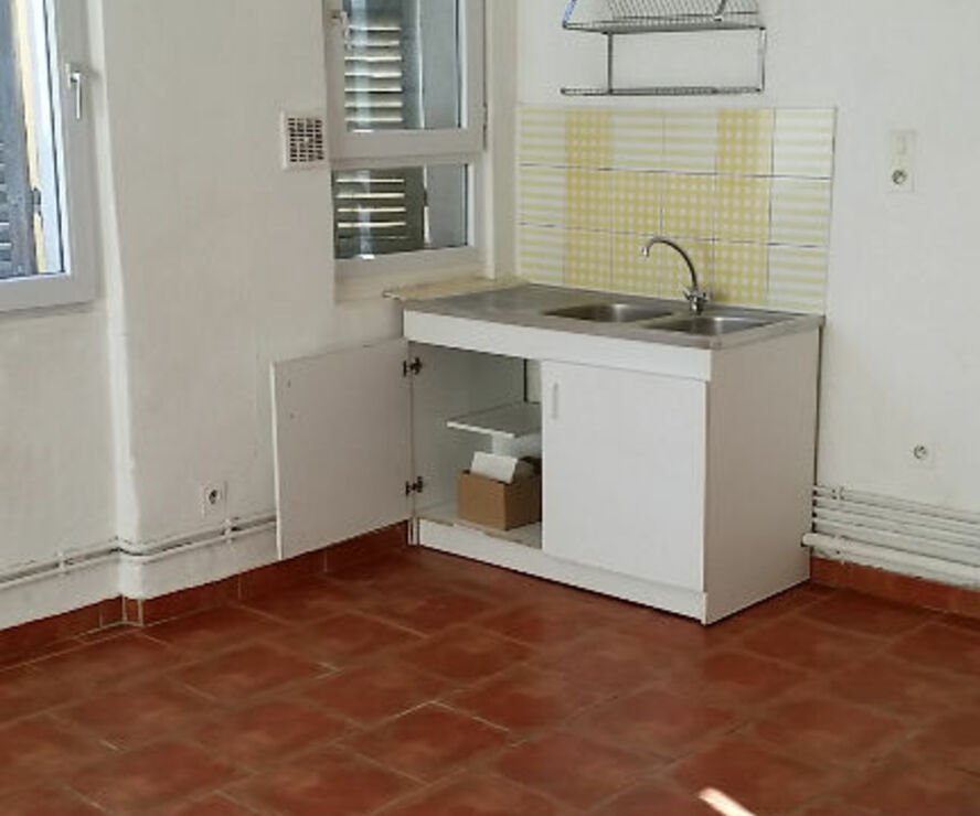 Renting Apartment 1 room 35m² Marseille 02 (13002) - photo