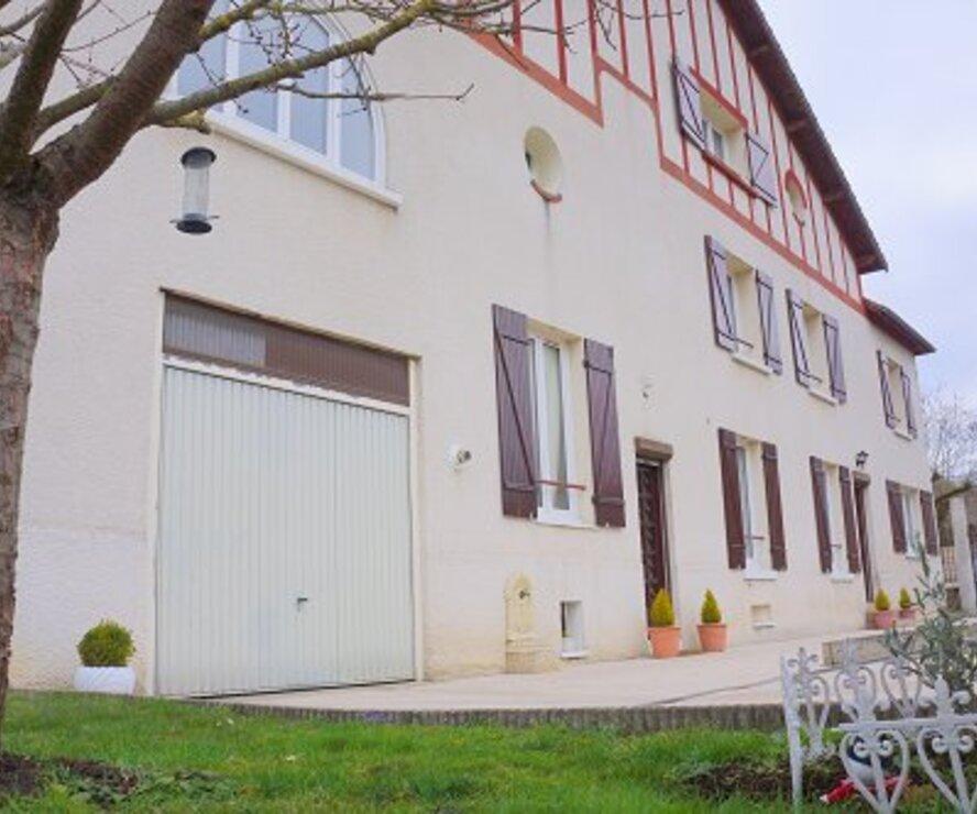 Vente Maison 7 pièces 165m² AULNAY SUR MAULDRE - photo
