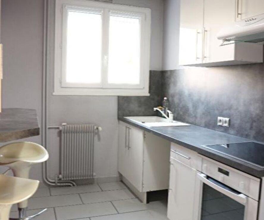 Location Appartement 3 pièces 70m² Saint-Jean-de-la-Ruelle (45140) - photo