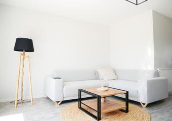 Vente Maison 3 pièces 74m² SAINT DENIS DE L HOTEL - photo 2