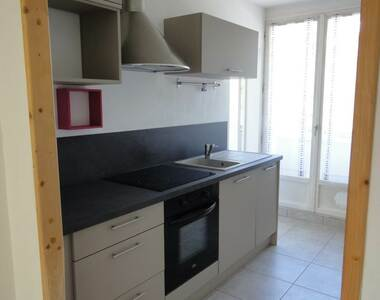 Renting Apartment 4 rooms 68m² Saint-Martin-d'Hères (38400) - photo