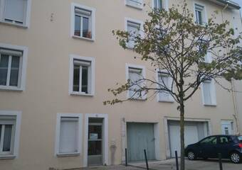 Location Garage 17m² Voiron (38500) - Photo 1