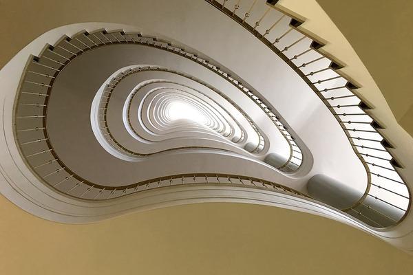 Un monte escalier électrique pour remplacer les ascenseurs en panne