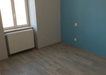 Location Appartement 3 pièces 57m² Cours-la-Ville (69470) - photo 2