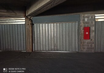 Renting Garage 32m² Grenoble (38000) - Photo 1