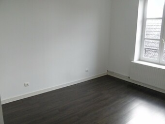 Location Appartement 82m² Charlieu (42190) - photo 2