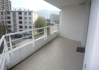 Location Appartement 3 pièces 70m² Saint-Martin-d'Hères (38400) - photo