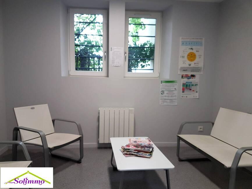 Location Bureaux 6 pièces 72m² Les Abrets en Dauphiné (38490) - photo