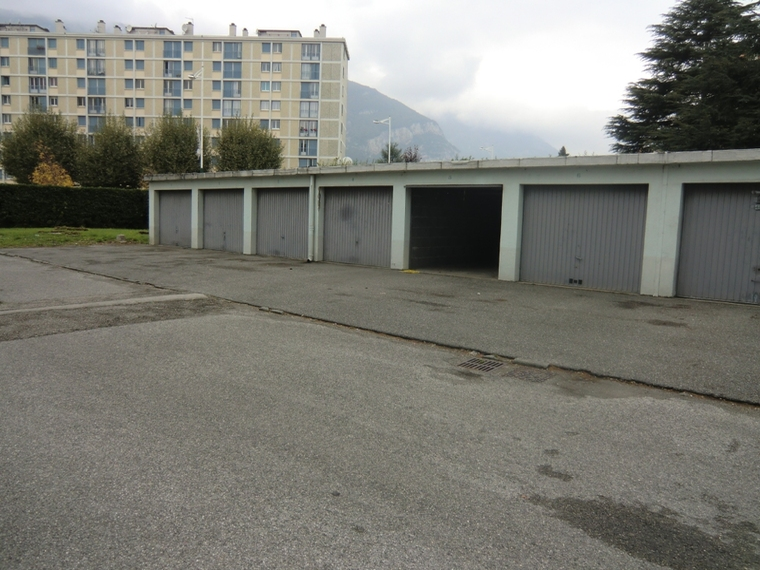 Location Garage 12m² Fontaine (38600) - photo