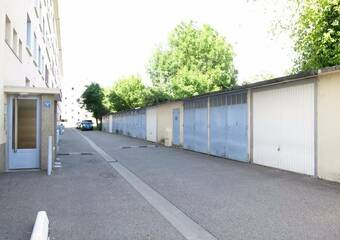 Renting Garage 15m² Grenoble (38000) - Photo 1