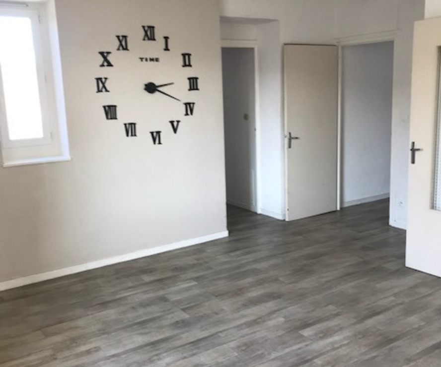 Location Appartement 4 pièces 90m² Amplepuis (69550) - photo