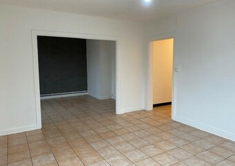 Renting Apartment 4 rooms 75m² Lure (70200) - Photo 1