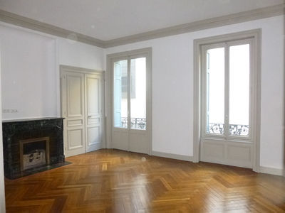 Location Appartement 5 pièces 155m² Saint-Étienne (42000) - Photo 2