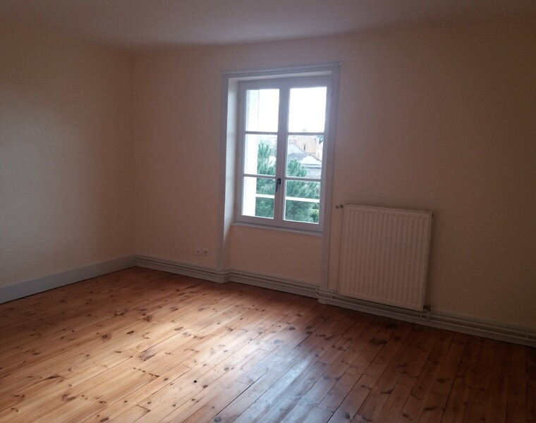 Location Appartement 53m² Charlieu (42190) - photo