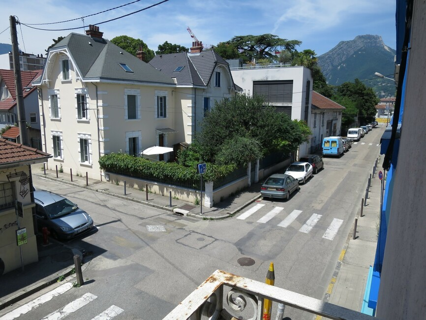 Location Appartement 1 pièce 41m² Grenoble (38000) - photo