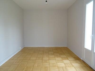 Location Appartement 4 pièces 78m² Pau (64000) - Photo 5